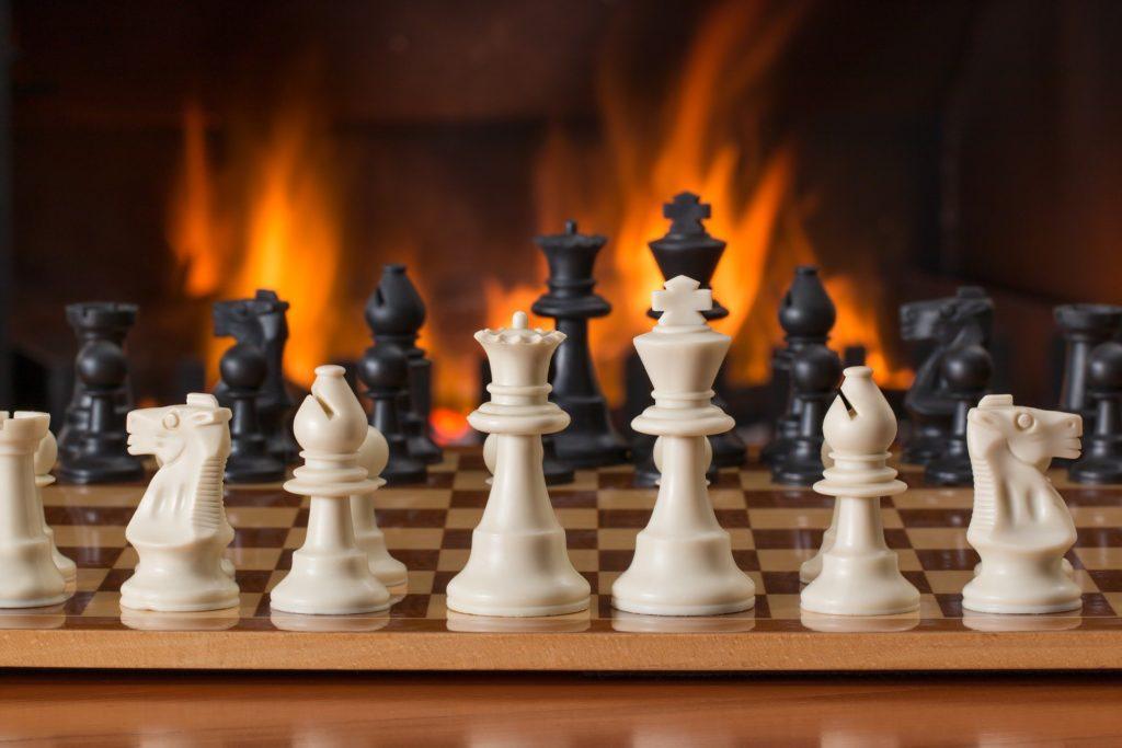 veille concurrentielle : dépasser la concurrence, une véritable stratégie de jeu d'échecs